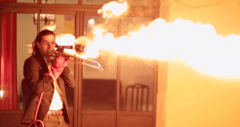 pyro trombon lanza fuego