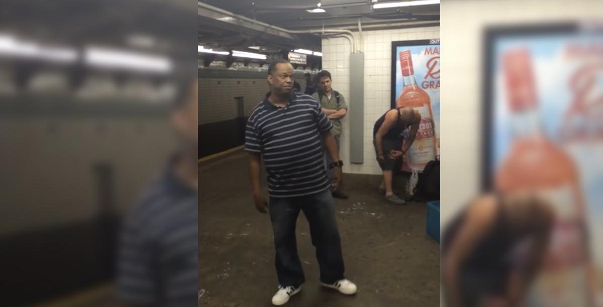 artista en el metro