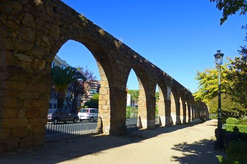 Acueducto de Plasencia junto al Parque de San Antón