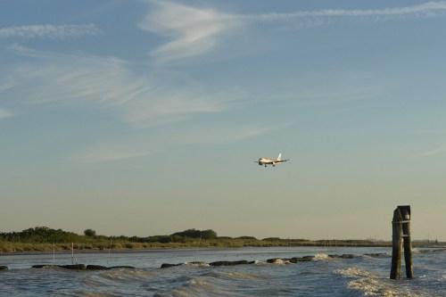 Avión llegando al Aeropuerto Marco Polo, cómo llegar a Venecia
