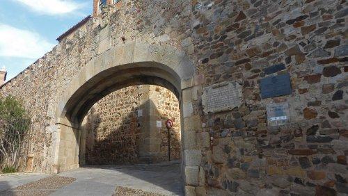 Arco de la Estrella de Cáceres, principal acceso al casco histórico