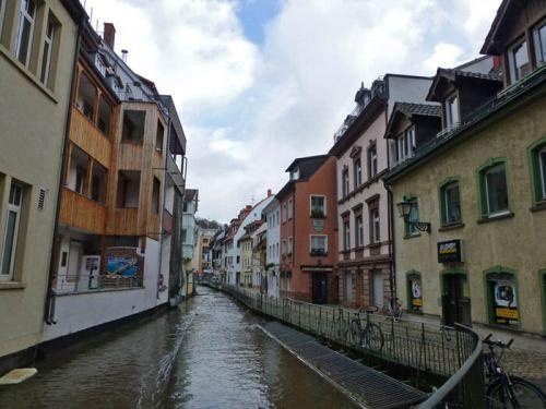 Canales de Friburgo de Brisgovia, sirven para refrescar los calurosos días de verano
