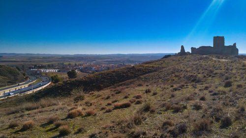 Castillo de Fuentidueña junto a la autovía A-3