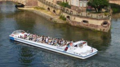 Barco turístico, la forma más pintoresca de moverse por Estrasburgo