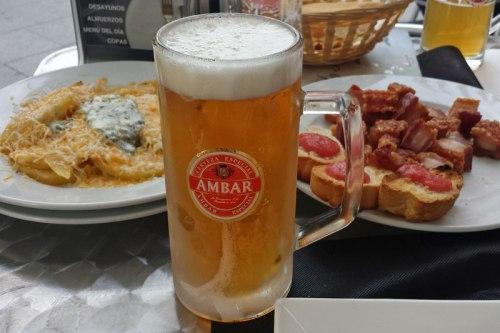 Tapas en Zaragoza con una cerveza Ámbar, qué comer en Zaragoza