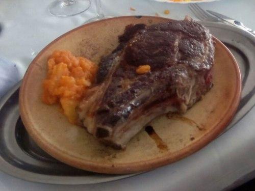 Chuletón de Ávila, plato tradicional de la gastronomía abulense, qué comer en Ávila