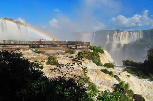 Pasarelas junto a las Cataratas de Iguazú