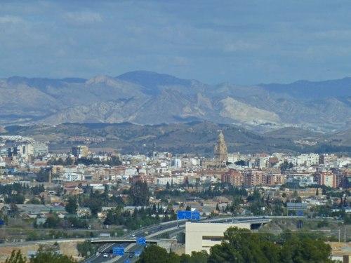 Ciudad de Murcia enclavada entre montañas