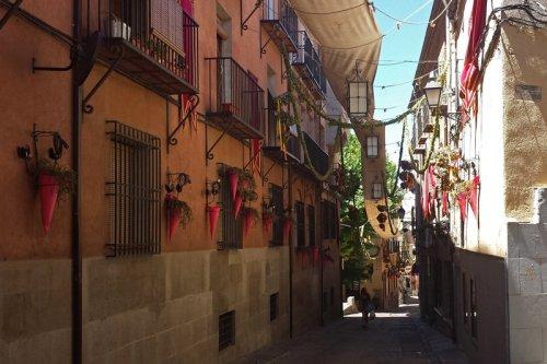 Calles de Toledo engalanadas para el Corpus Christi, qué ver y hacer en Toledo
