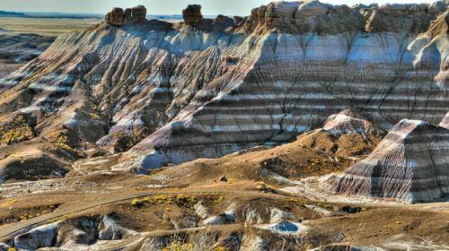 Cada franja de color del Desierto Pintado o Painted Desert muestra un período evolutivo de la tierra