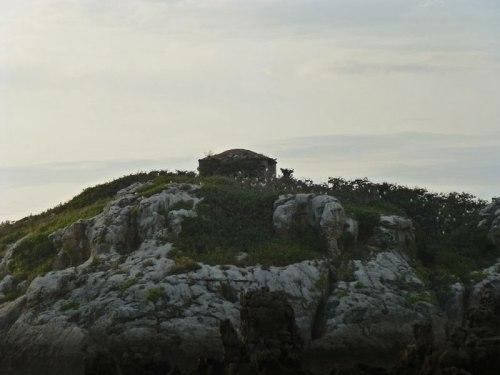 Ermita de San Pedruco en la Playa de Ris en Noja