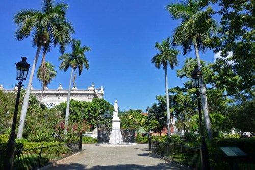 Estatua Carlos Manuel de Céspedes en la Plaza de Armas, Padre de la Patria, fiestas de La Habana