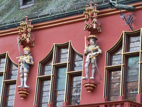 Detalle de las estatuas del Almacén Histórico de Friburgo de Brisgovia