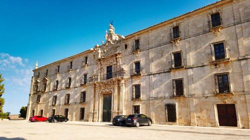 Fachada principal del Monasterio de Uclés