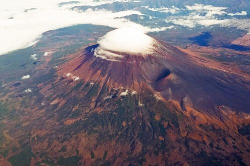 Vista aérea del Monte Fuji, el pico más alto de Japón