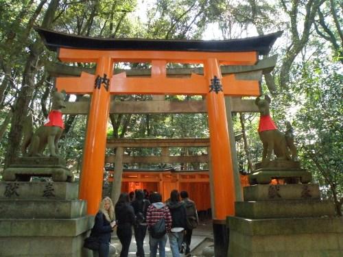 Zorros o kitsune, mensajeros del espíritu de Inari