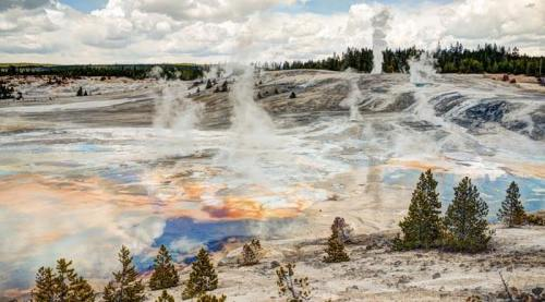 Géiser y fuentes termales del Parque Nacional de Yellowstone