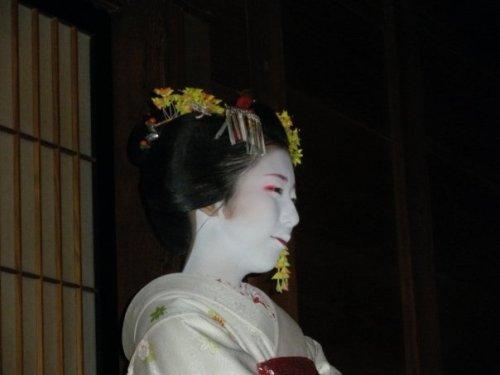 Maiko actuando en el treatro Gion Corner