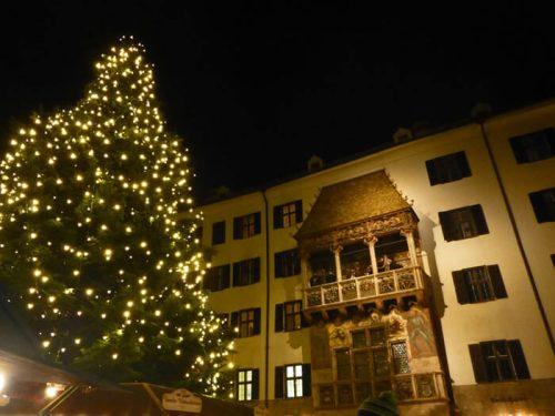 Mercado de Navidad de Innsbruck a los pies del Tejado Dorado