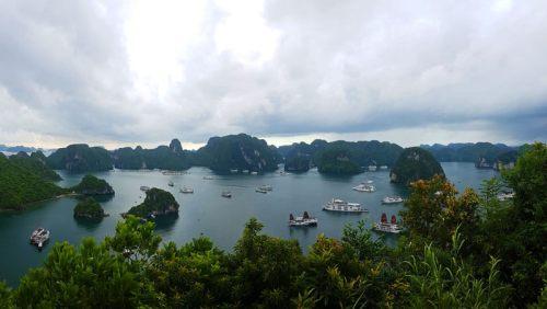 Bahía de Halong en Vietnam, declarada Patrimonio de la Humanidad y una de las Siete Maravillas Naturales del Mundo