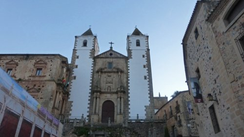 Iglesia de Francisco Javier, de estilo colonial hispanoamericano, historia de Cáceres