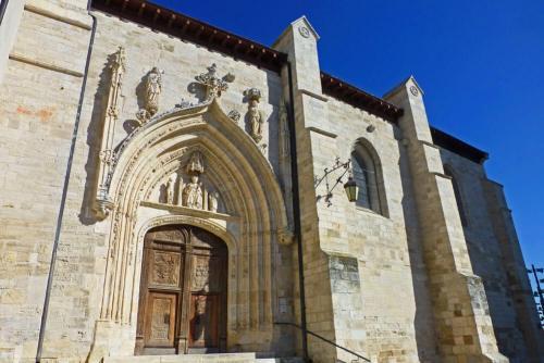 Portada principal de la Iglesia de San Nicolás de Bari