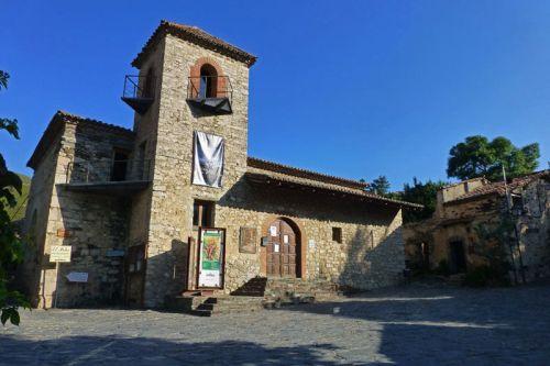 Iglesia de San José, hoy convertida en Oficina de Turismo de Patones de Arriba