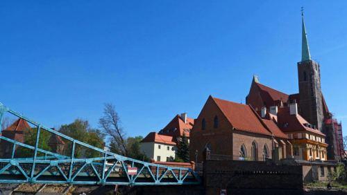 Puente sobre el río Óder para llegar a la Isla de la Catedral