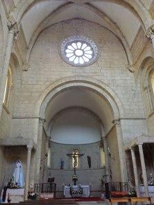 Interior de la Iglesia de San Nicolás en Portomarín, ruta del románico de la Ribeira Sacra