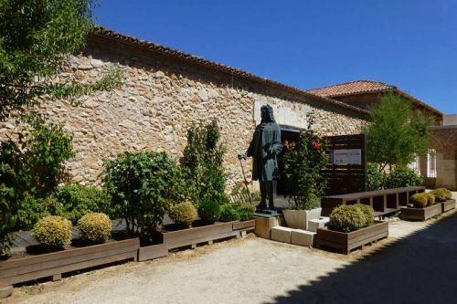 Estatua de Juan de Goyeneche, fundador de Nuevo Baztán