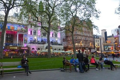 Cines y teatros rodeando Leicester Square en Londres