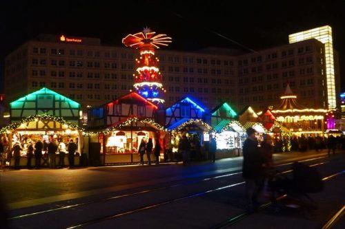 Mercado de Navidad en Alexanderplatz, la plaza más concurrida de Berlín