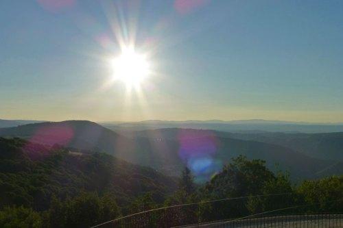 Vistas de la Ribeira Sacra desde Castro Caldelas, ruta de los miradores de la Ribeira Sacra