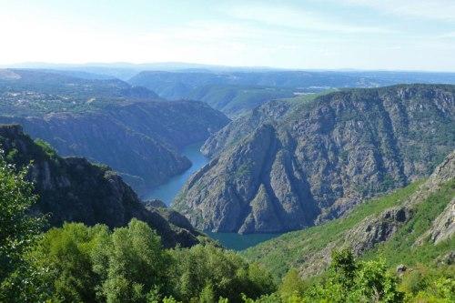 Vistas de la Ribeira Sacra desde el Mirador de Cabezoás, ruta de los monasterios de la Ribeira Sacra