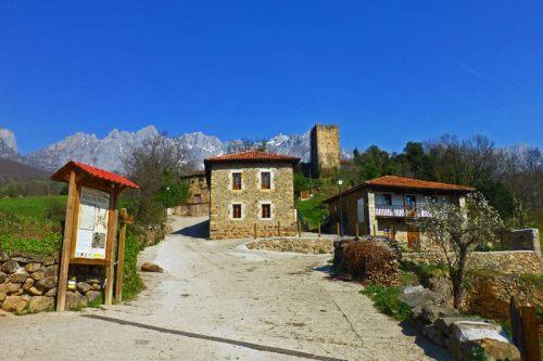 Torre de Mogrovejo dominando el Conjunto Histórico Rural