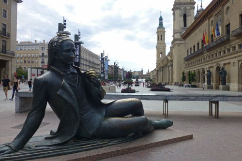 Monumento a Goya en la Plaza del Pilar