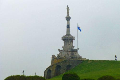 Monumento al Marques de Comillas en el Parque Güell y Martos