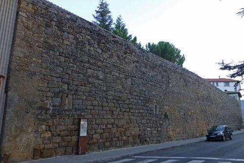 Muralla de Jaca, uno de los pocos tramos que se conservan junto a Las Benitas