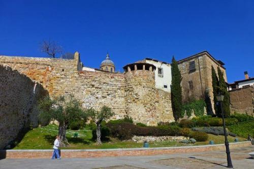 Restos de la Muralla de Salamanca rodeando el casco histórico
