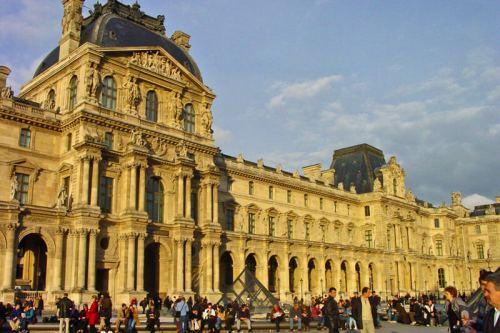Antiguo Castillo del Louvre, edificio que alberga el Museo del Louvre