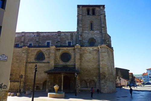 Iglesia de San Esteban, parte de la ruta del Gótico de Burgos