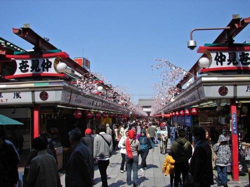 Nakamise Dori, calle comercial antes de llegar al Templo Sensoji