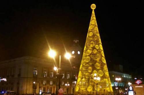 Árbol de Navidad en la Puerta del Sol, el centro de las celebraciones de Fin de Año