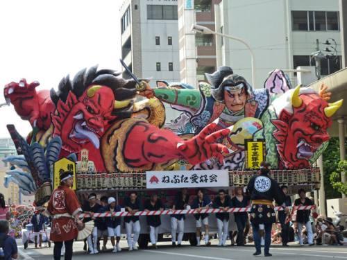 Carroza participante en el Nebuta Matsuri de Aomori