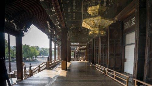 Pasillo exterior del Salón del Fundador (Goei-do) del templo  Nishi Honganji