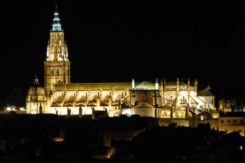 Vista nocturna de la Catedral Primada de Toledo