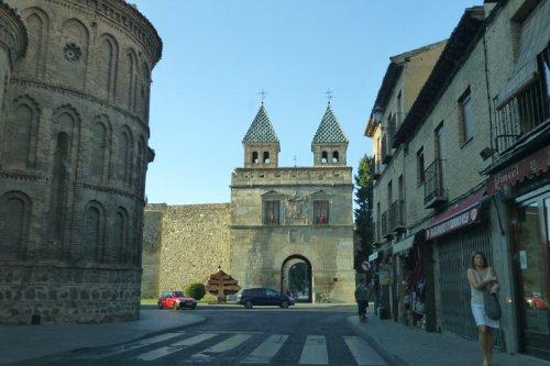 Nueva Puerta de Bisagra desde el interior, puertas de Toledo