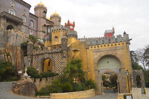 Puerta Monumental y Puerta de la Alhambra en el Palacio da Pena de Sintra