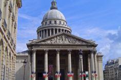 Panteón de París, en su interior están las tumbas de algunos de los personajes más famosos de Francia