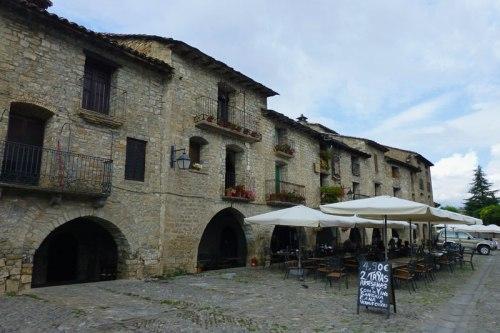Edificios tradicionales de la Plaza Mayor de Aínsa